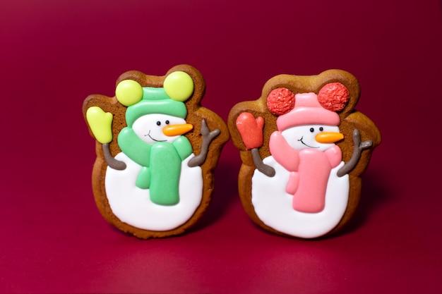 Peperkoekkoekje van schattige sneeuwpop
