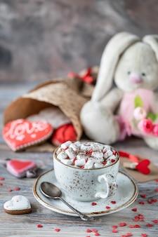 Peperkoekkoekjes, kopje koffie met marshmallows en konijntje