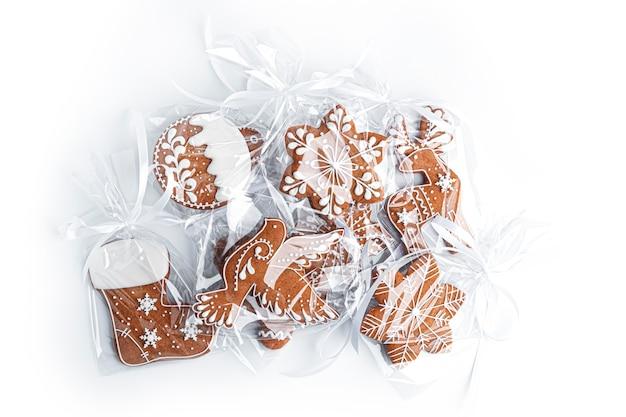 Peperkoekkoekjes op een witte achtergrond. hoge kwaliteit foto
