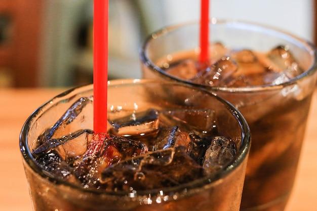 Pepsi in het glas, zoet, koel lekker