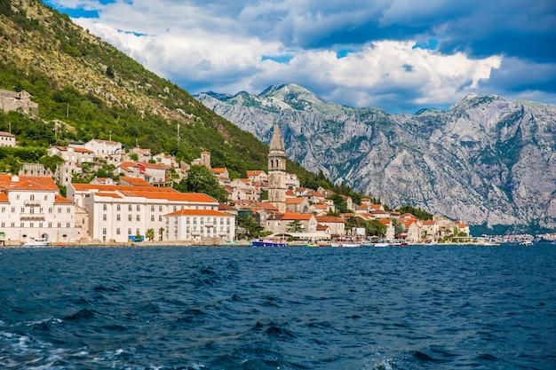 Perast stad in boka kotor bay in montenegro