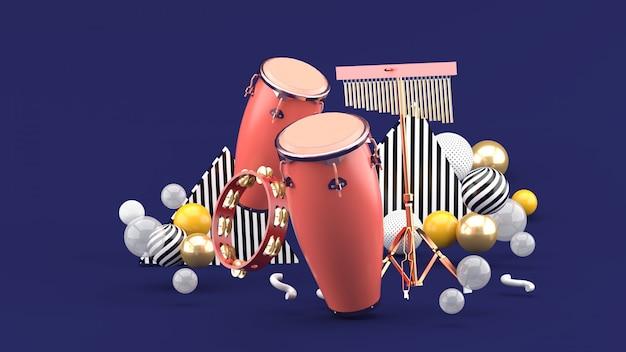 Percussie op kleurrijke ballen op paars. 3d-weergave.