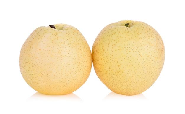 Perenfruit op wit wordt geïsoleerd dat.
