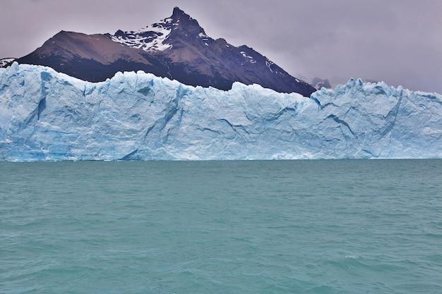 Perito moreno-gletsjer dichtbij el calafate, patagonië, argentinië