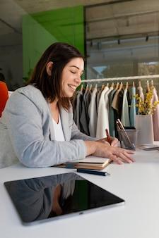 Personal shopper op kantoor werken