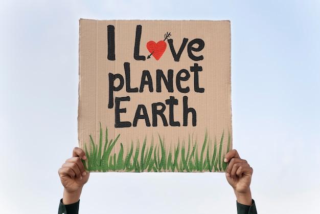 Persoon die protesteert voor klimaatverandering