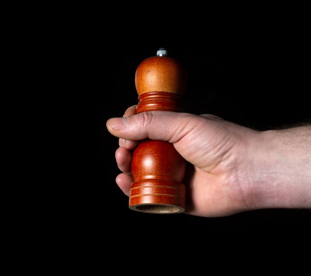Persoon hand met pepper grinder close-up