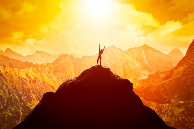 Persoon op de bergtop