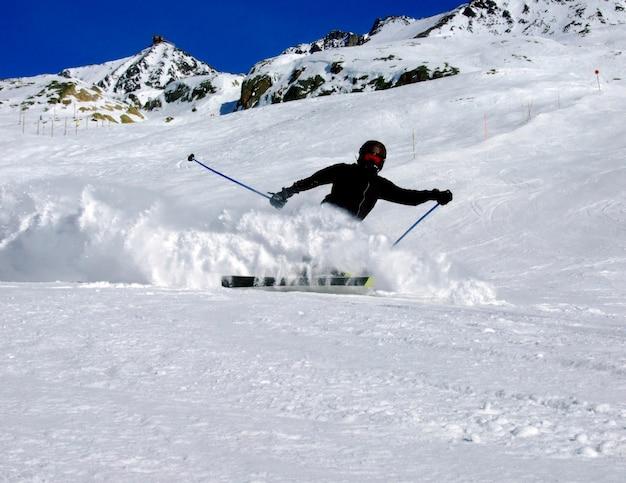 Persoon skiën