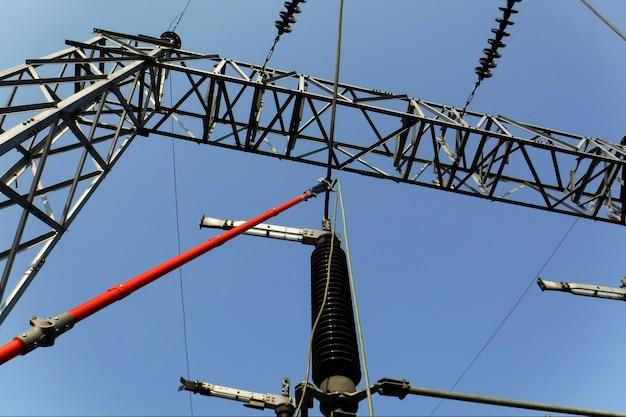 Persoonlijke beschermende aarding voor elektrische stroomvoorzieningen en hoogspanningslijnen per grondcluster