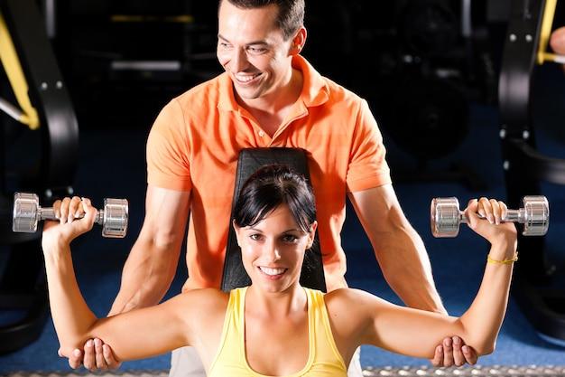 Persoonlijke trainer in de sportschool
