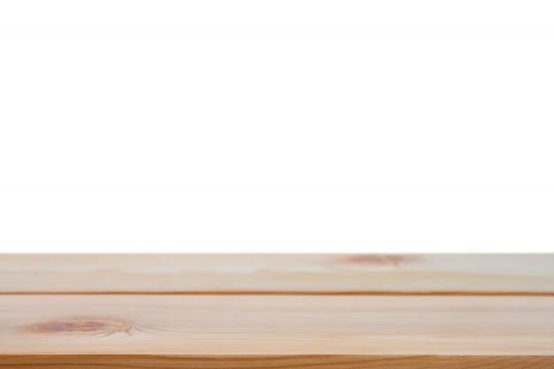 Perspectief lege bruine houten tafel met witte achtergrond inclusief uitknippad voor product.
