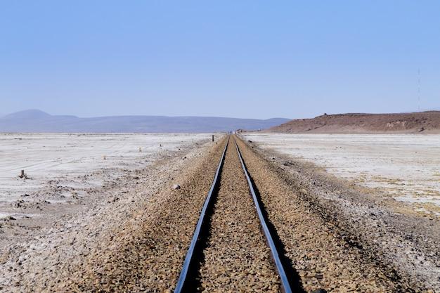 Perspectief uitzicht op treinrails vanuit bolivia