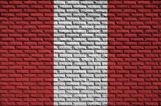 Peru vlag is geschilderd op een oude bakstenen muur