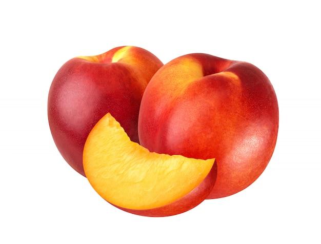 Perzik of nectarine op wit wordt geïsoleerd dat