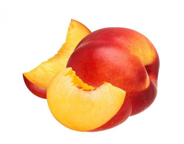 Perzikfruitplak op witte achtergrond wordt geïsoleerd die