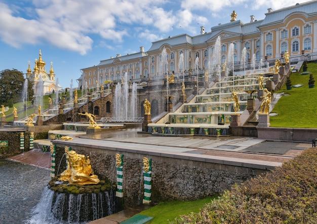 Peterhof rusland panorama van grand cascade in peterhof sint-petersburg