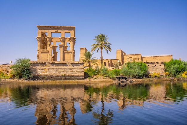 Philae-tempel, grieks-romeinse constructie gezien vanaf de rivier de nijl, tempel gewijd aan isis, godin van de liefde. aswan. egyptische