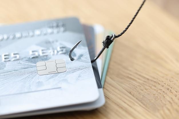 Phishing-creditcardzwendel met creditcard bij vishaakdiefstal van bankkaarten