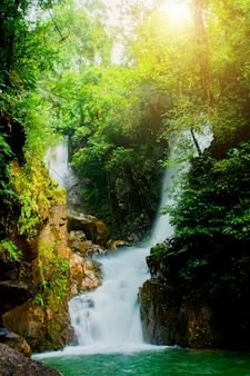 Phliowaterval in het nationale park van namtok phlio