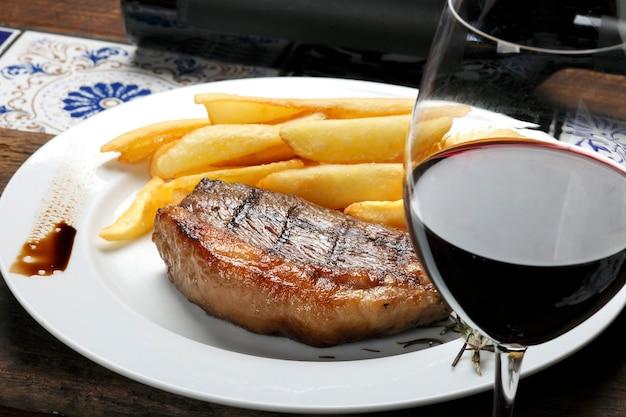 Picanha steak met friet en rode wijn
