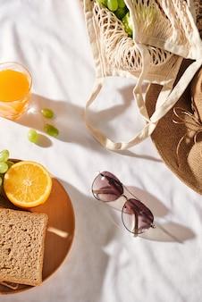 Picknick, plat liggende recreatie, familie picknick achtergrond met ruimte. zomer en stemming. weekend en vakantie.