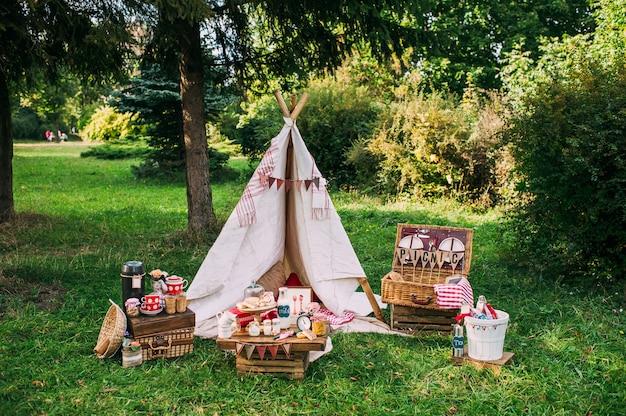 Picknicklandschap met tipi