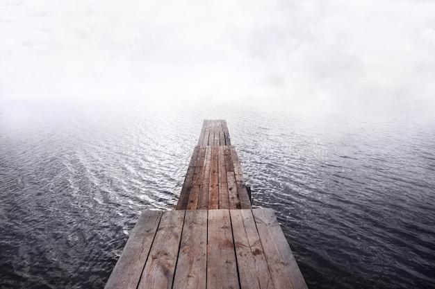 Pier in het water