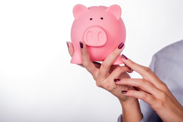 Piggybank geld concept. sparen en financieel concept close-up