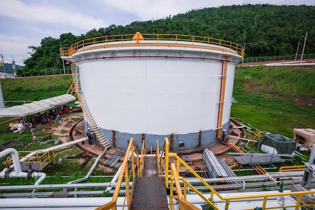 Pijpleidingolie- en gaskleppen bij grote tankolie