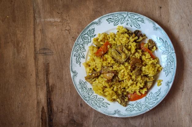 Pilafrijst met vlees en kruiden