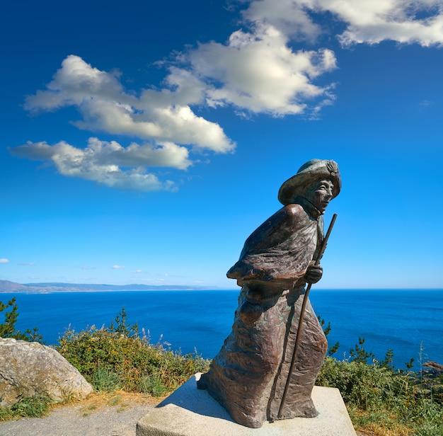 Pilgrim statue finisterre einde van de st. james weg