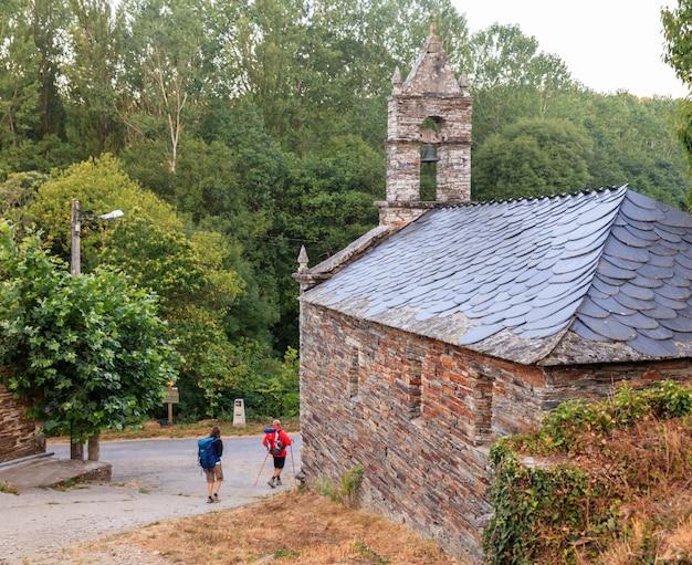 Pilgrimns naast de kerk