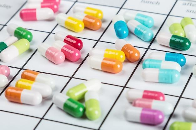 Pillen hebben een andere kleur op de kalender