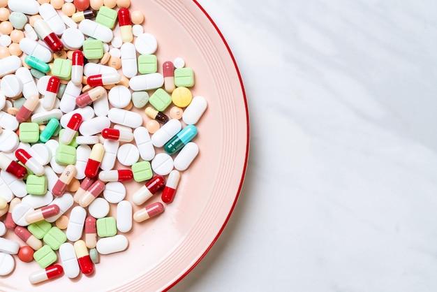 Pillen, medicijnen, apotheek, medicijnen of medisch op plaat