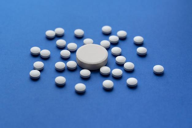 Pillen tegen het virus coronavirus of covid-19-concept.
