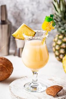 Pina colada. traditionele caribische cocktail