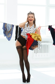 Pinupvrouw in panty