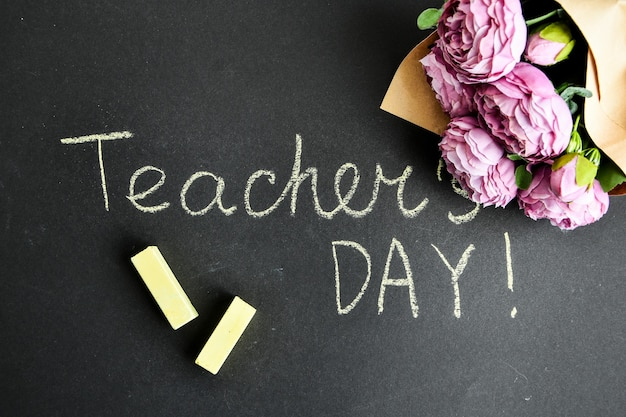 Pioenrozen boeket en inscriptie teacher day