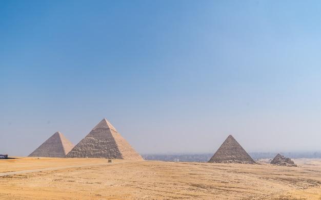Piramides van gizeh, het oudste grafmonument ter wereld, caïro, egypte