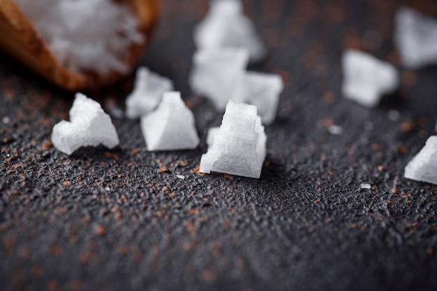 Piramidevlokken van zeezout.
