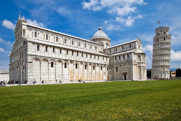 Pisa met de basiliek en de scheve toren