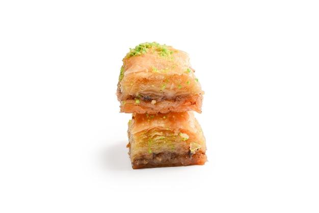 Pistache baklava op een witte ondergrond Premium Foto
