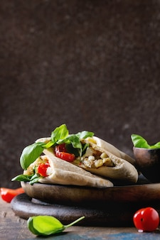 Pita brood sandwiches met groenten