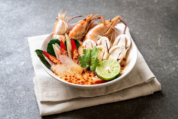 Pittige garnalen soep (tom yum goong)