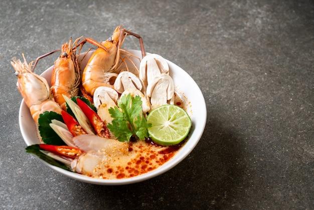 Pittige garnalensoep (tom yum goong)