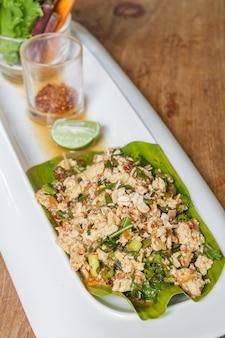 Pittige gehakte tofu salade