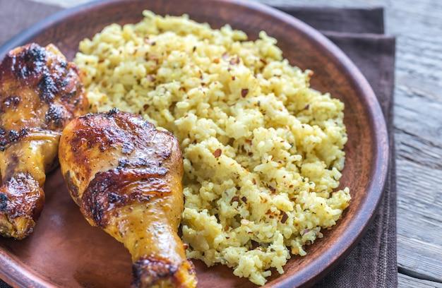 Pittige kipdrumsticks met rijstcurry
