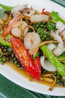 Pittige zeevruchten, aziatisch eten
