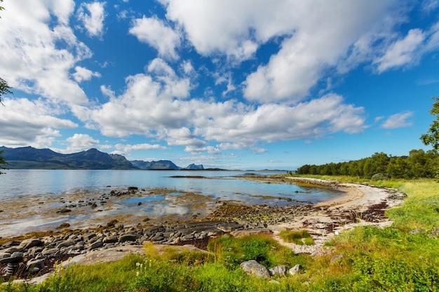 Pittoreske landschappen van noord-noorwegen